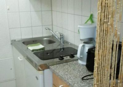 Kuechenzeile-1-Raum-Wohnung-Nr-1-und-3