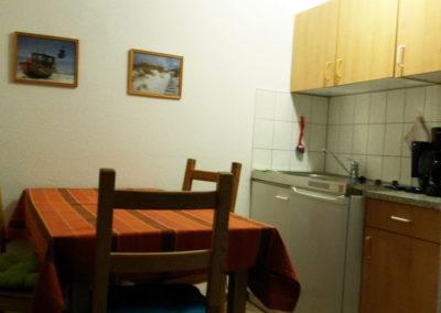 Kuechenzeile-2-Raum-Wohnung-Nr-2